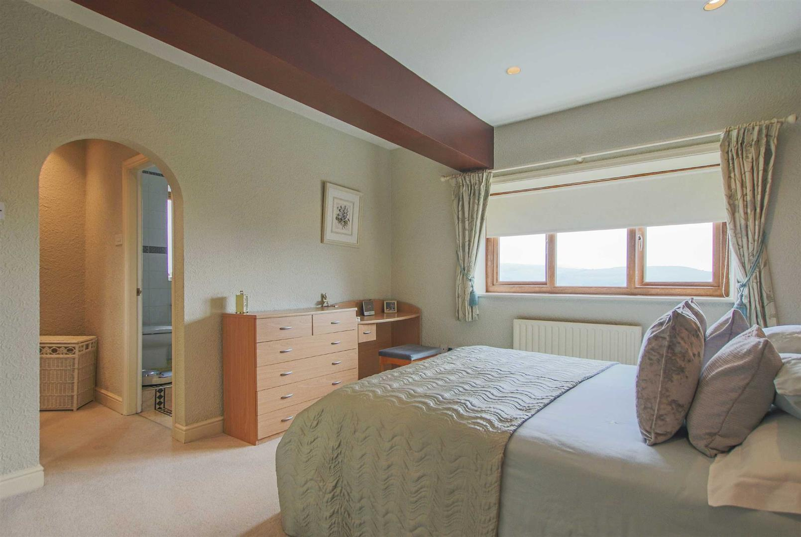 4 Bedroom Barn Conversion For Sale - p033135_06.jpg